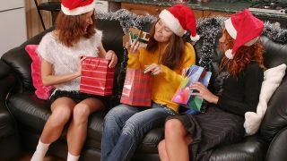 Christmas Threesome Sapphicerotica.com – incestporn.cc